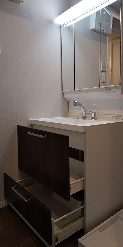 大きな収納がついてハイグレードな洗面化粧台