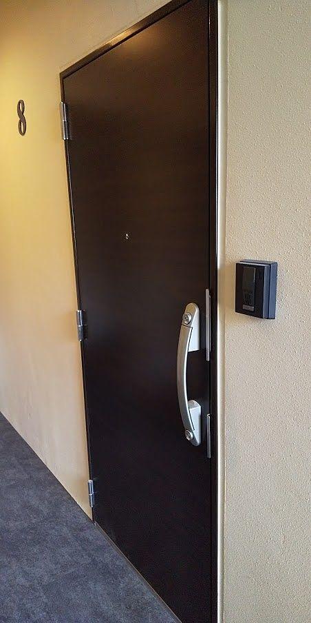 ダブルロックドア。鍵は防犯に優れたデインプルキーです。