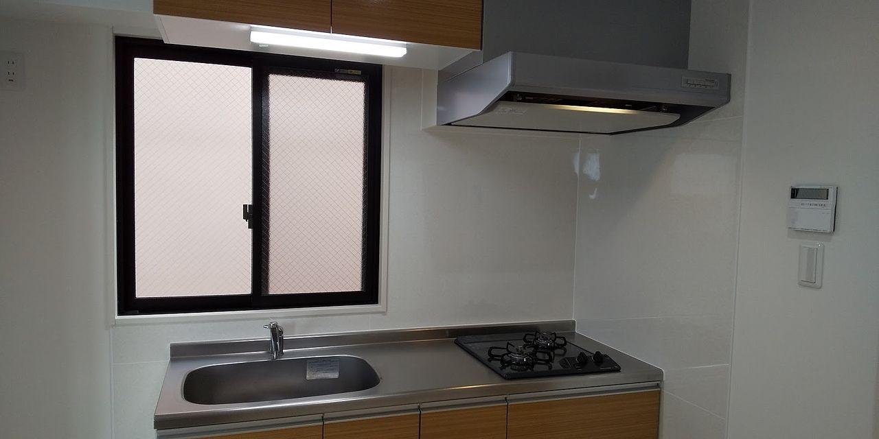 キッチンに窓があると開放的になります