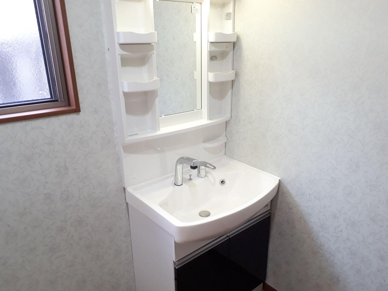 ゆったりサイズのシャワー付洗面台