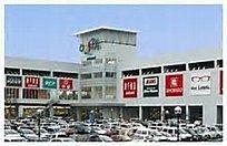 スーパーや大型書店スタバなど入ってます