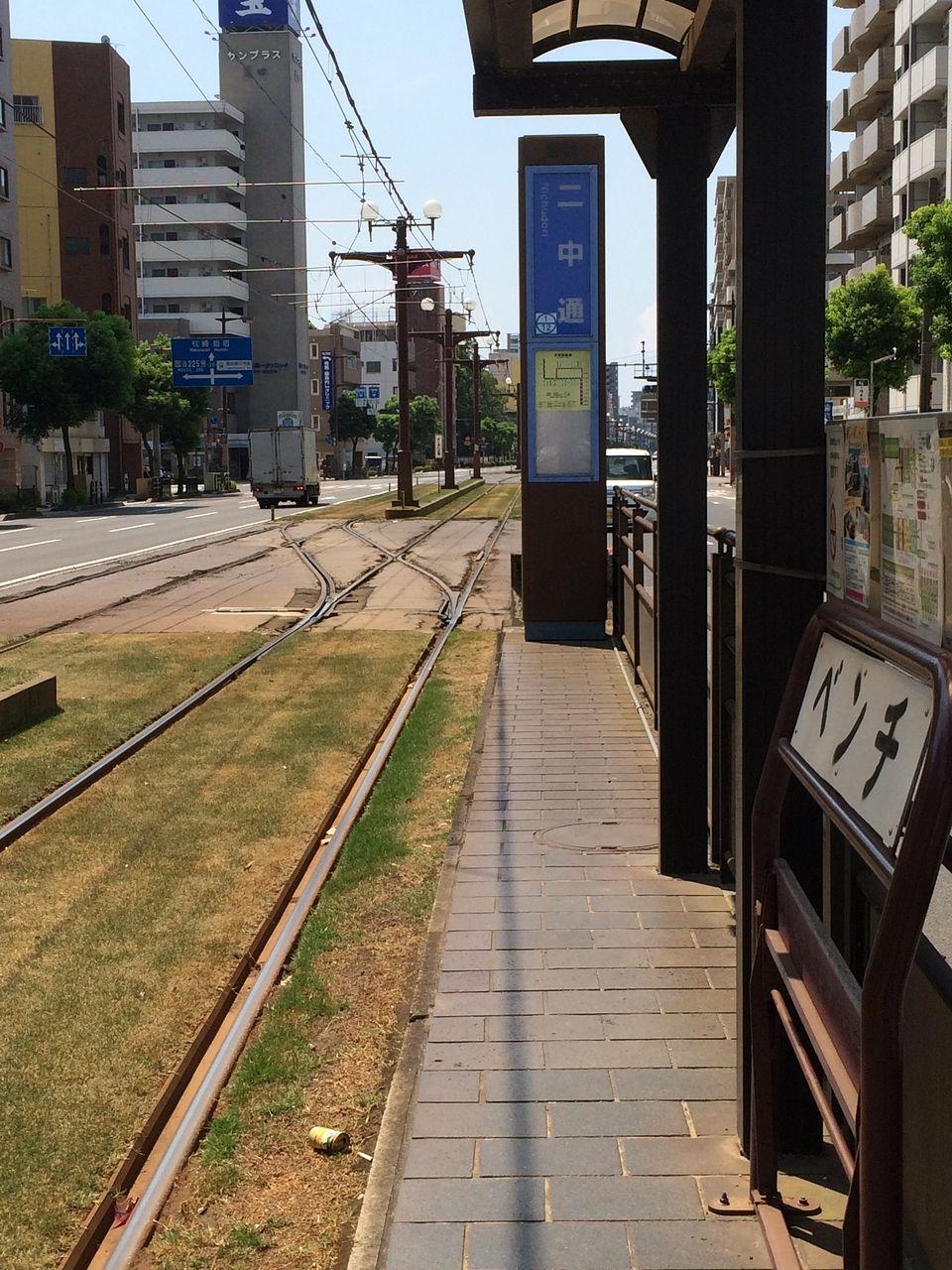 目の前にある市電のりば。どこへ行くにもアクセスは良好です。