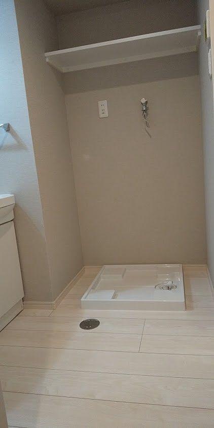 広めの洗面脱衣所。枕棚がうれしいです。