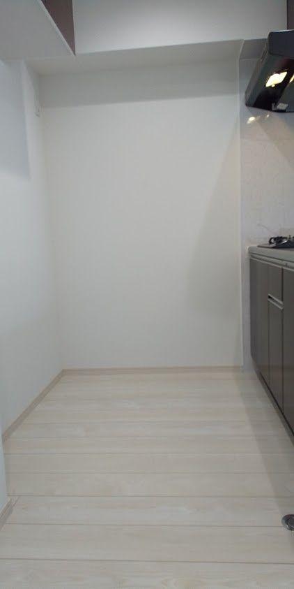 吊戸棚を上部に設置してスペースを確認しました
