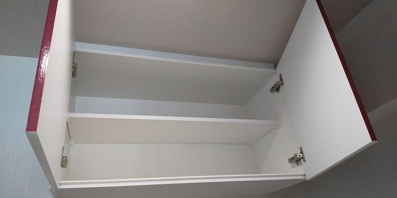 天井の高さいっぱいに取り付けられた吊戸。スッキリ収納出来そうです。