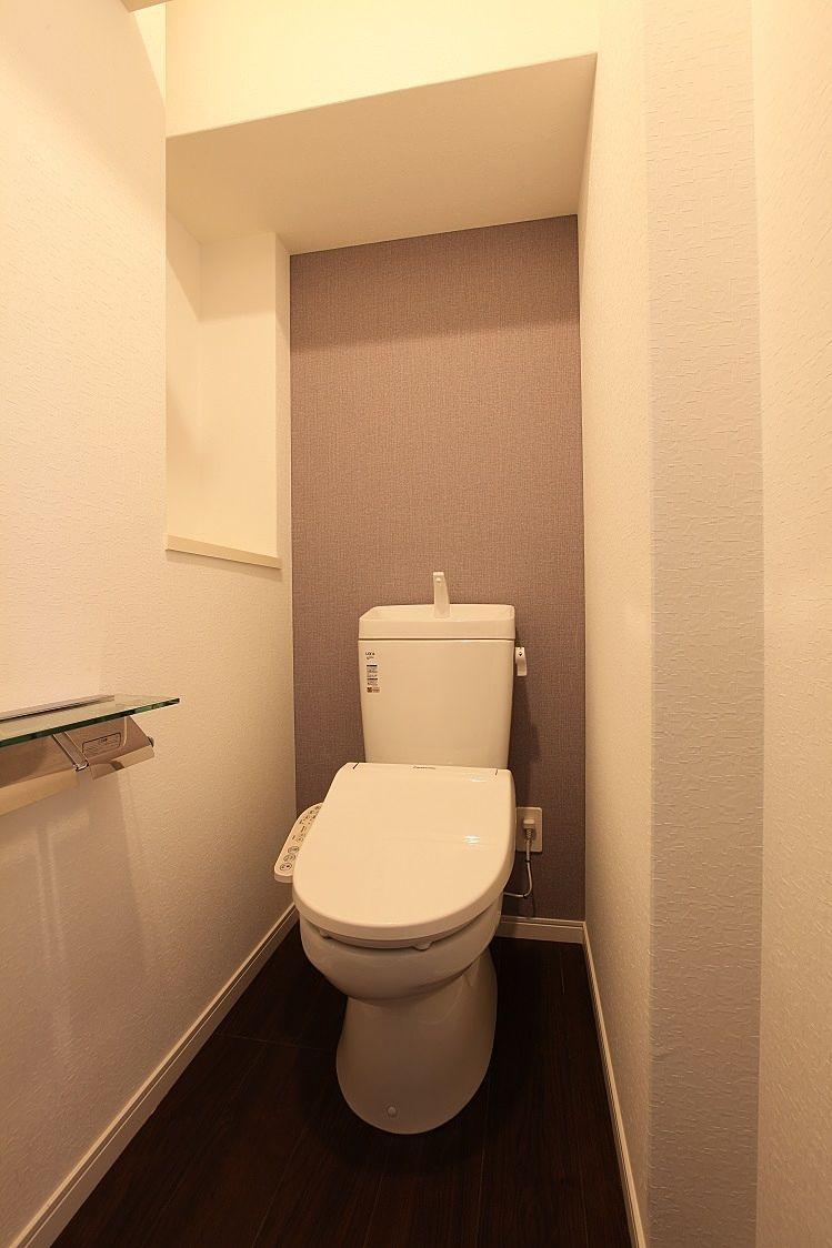 収納棚付ウォシュレットトイレ