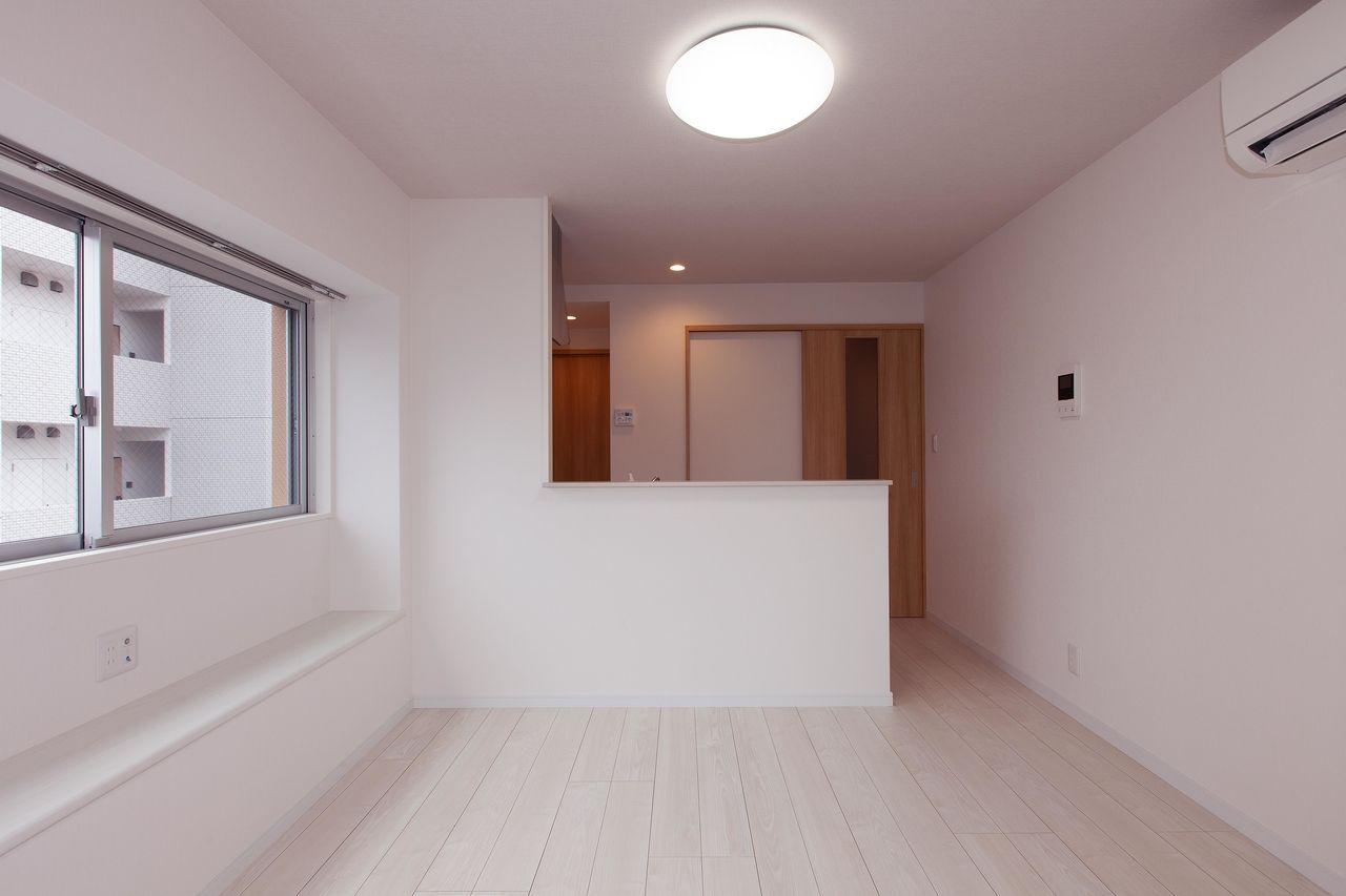 角部屋の1DKタイプ。窓下のスペースは使い方自由。