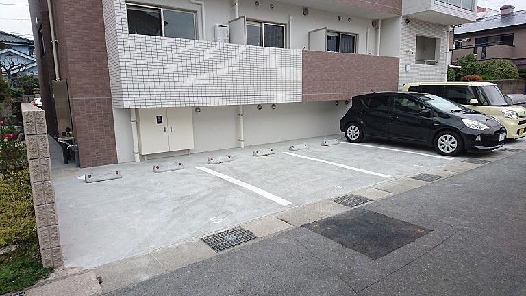 目の前は駐車場(小型車両まで)