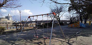 桜並木が美しい憩いの公園まで徒歩2分