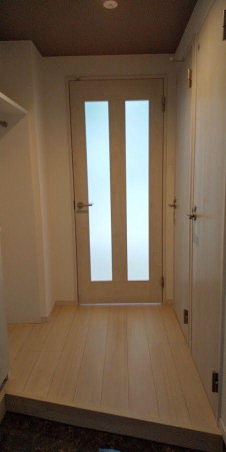 広めの玄関上がり場。プライベート空間も見えません。