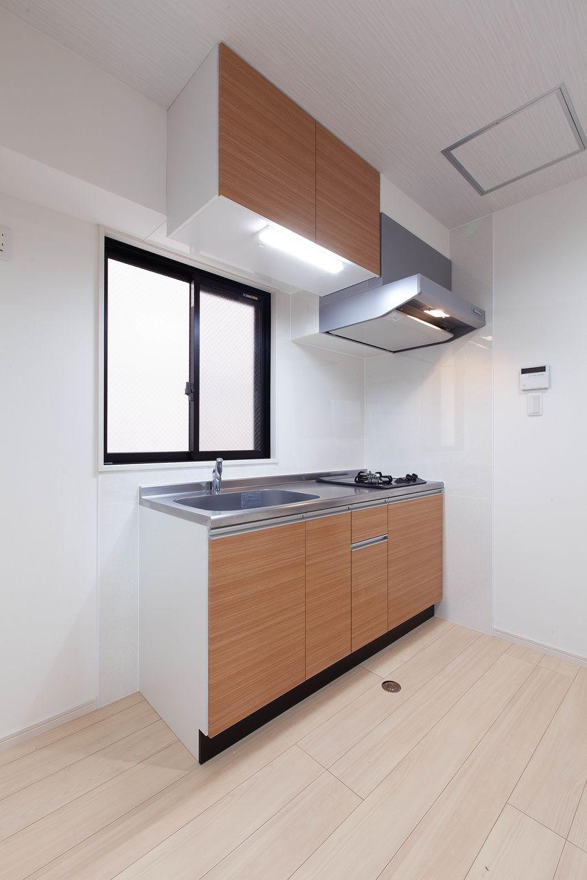 窓があるので明るいキッチン