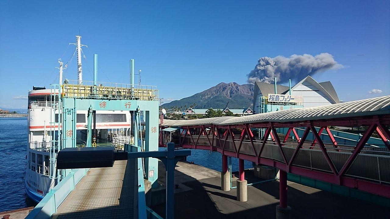 雄大な桜島と桜島フェリー