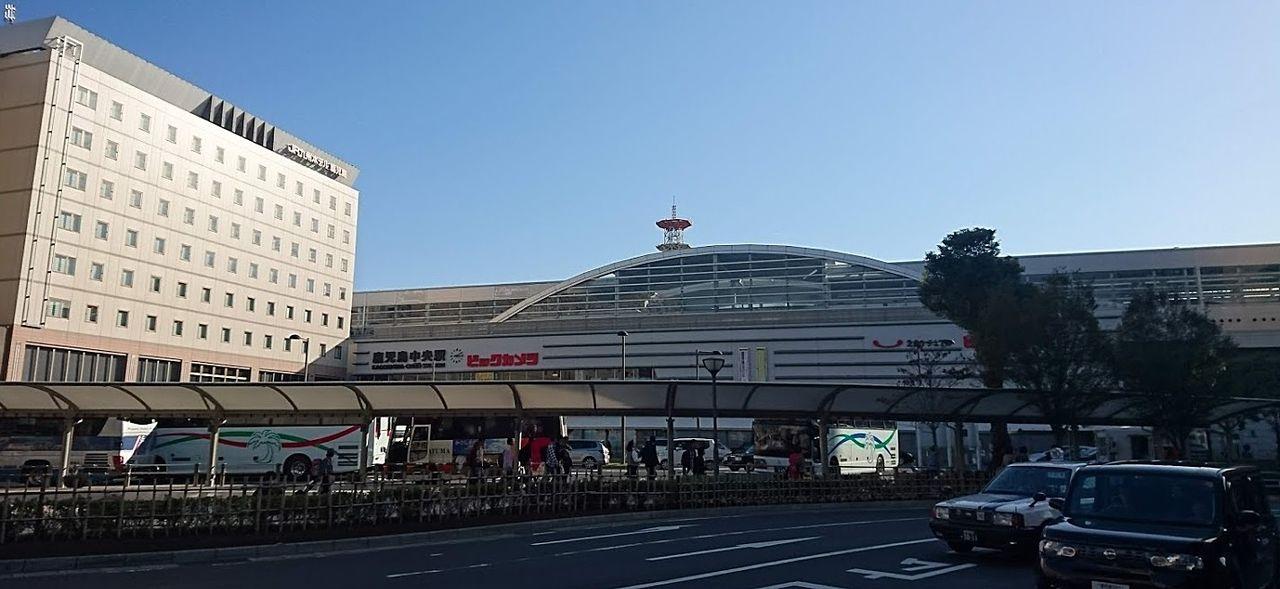 鹿児島中央駅西口。不動産屋さんがたくさんあります。