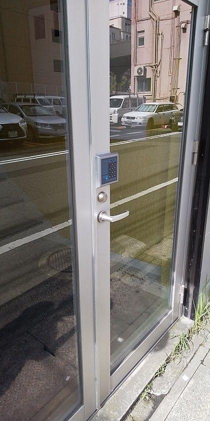 開きっぱなしのドアに電子ロックを取り付けました。