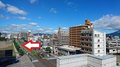 東向きで桜島や甲突川沿いの桜並木など眺望が期待されます。